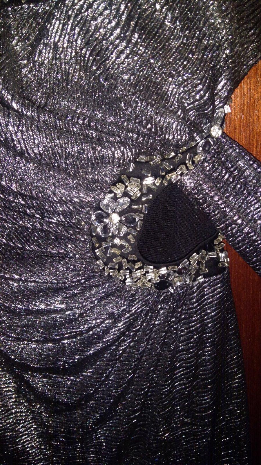 b400a19440d5 6 inzerátov • 1 hodnotenie. Strieborné spoločenské šaty na jedno rameno ...