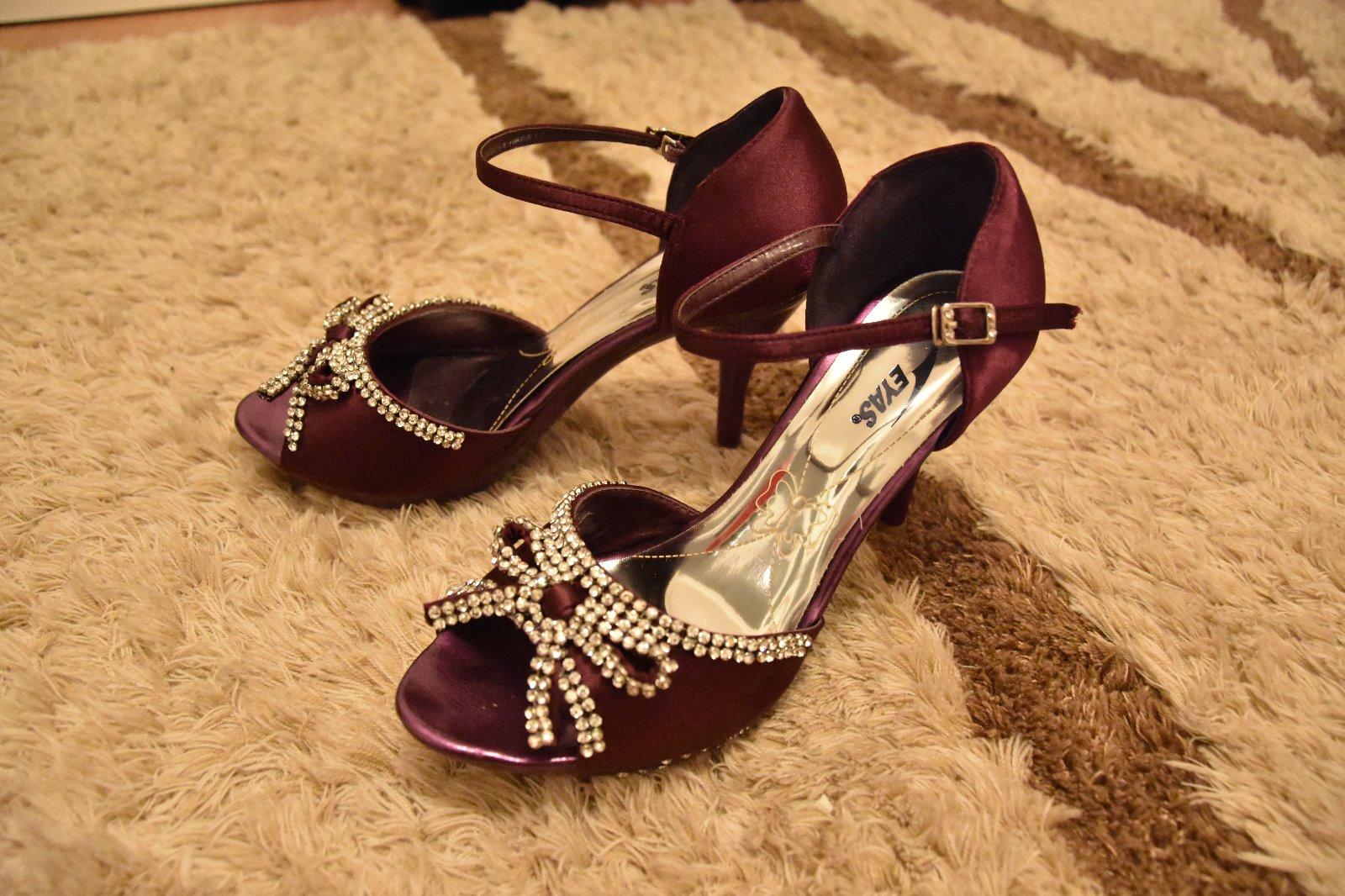 496c82a717d97 Fialové spoločenské topánky, veľkosť 38, 38 - 13 € od predávajúcej ...