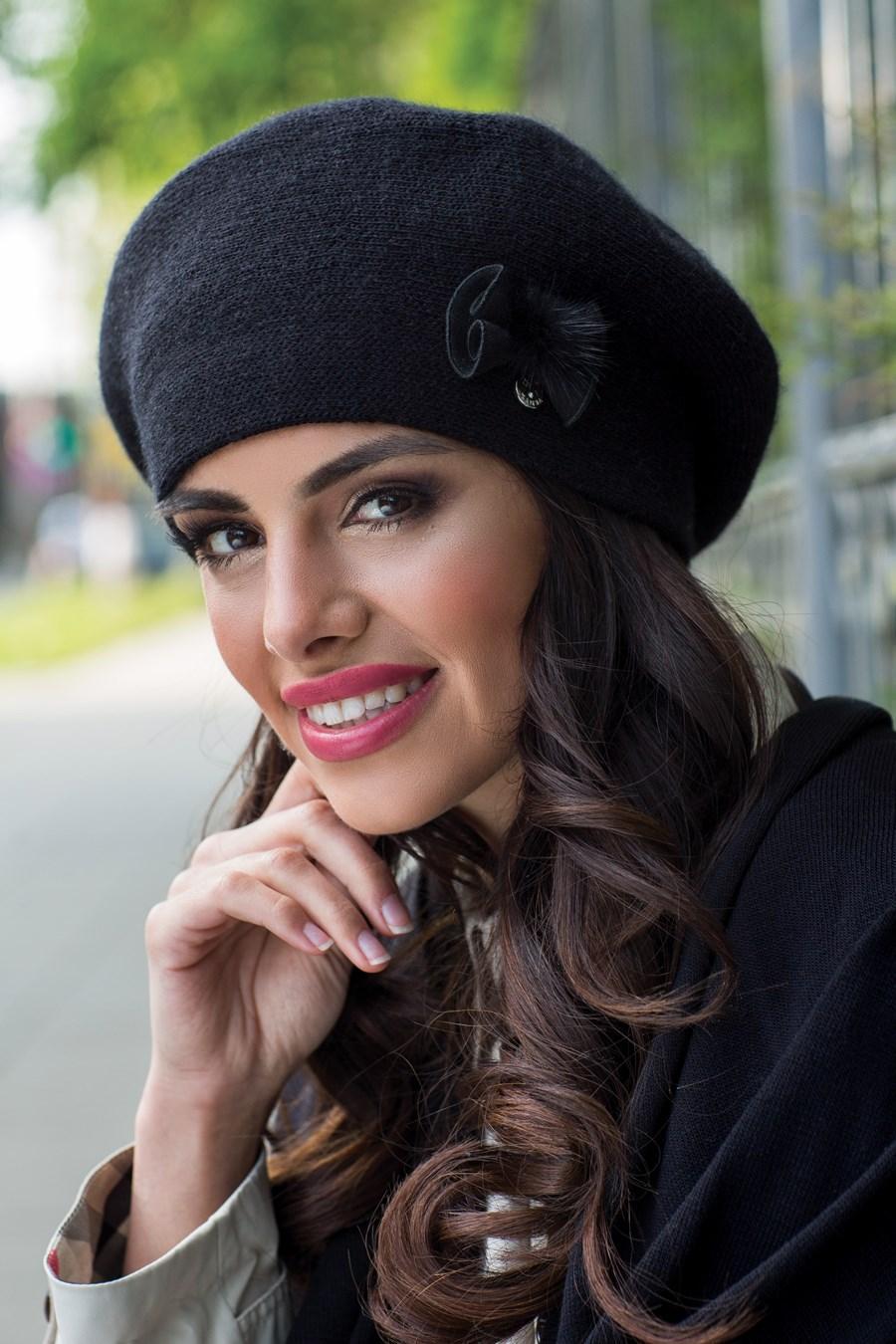 dd307533d Čierna elegantná dámska zimná baretka kamea rosa, 54 / 56 / 58 / 60 - 23,50  € od predávajúcej liliana_sk | Detský bazár | ModryKonik.sk