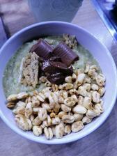 Ovsena kasa s cukinou, cerealie, arasidove maslo s coko a proteinova cokolada🤤🥣