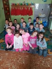 Týždeň farieb v EZŠ - ružovo / sivý utorok 2018 - Zdroj: stiahnuté jpg z FB evanjelickej školy v PO