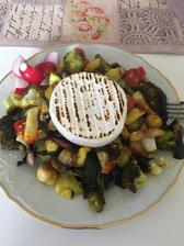 Grilovaný tanier a čerstvá redkovka
