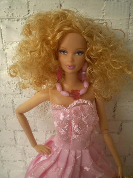 Ružové večerné šaty pre barbie s doplnkami eb9c7229cab
