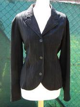 Čierne sako, 44