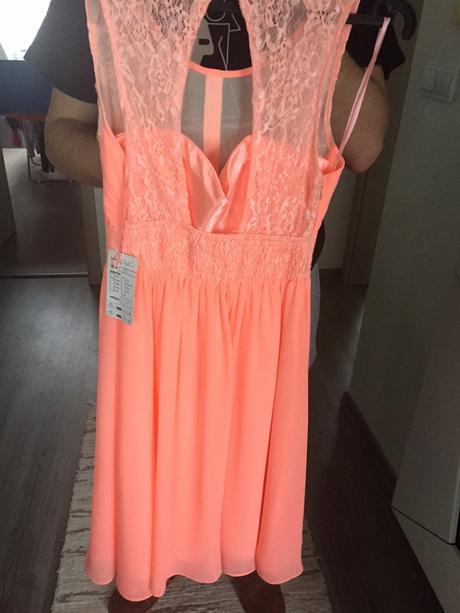 b09683ce4b67 Dámské spoločenské šaty s krásnym výstrihom