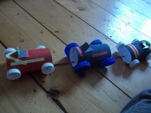 quad vlacik - a zase recy - rolky a plastove vrchnaky