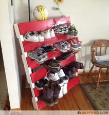 http://palletfurniturediy.com/pallet-racks/pallet-wood-redone-to-create-a-shoe-rack/