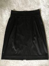 Čierna lesklá sukňa s vysokým pásom a riasením, reserved,38