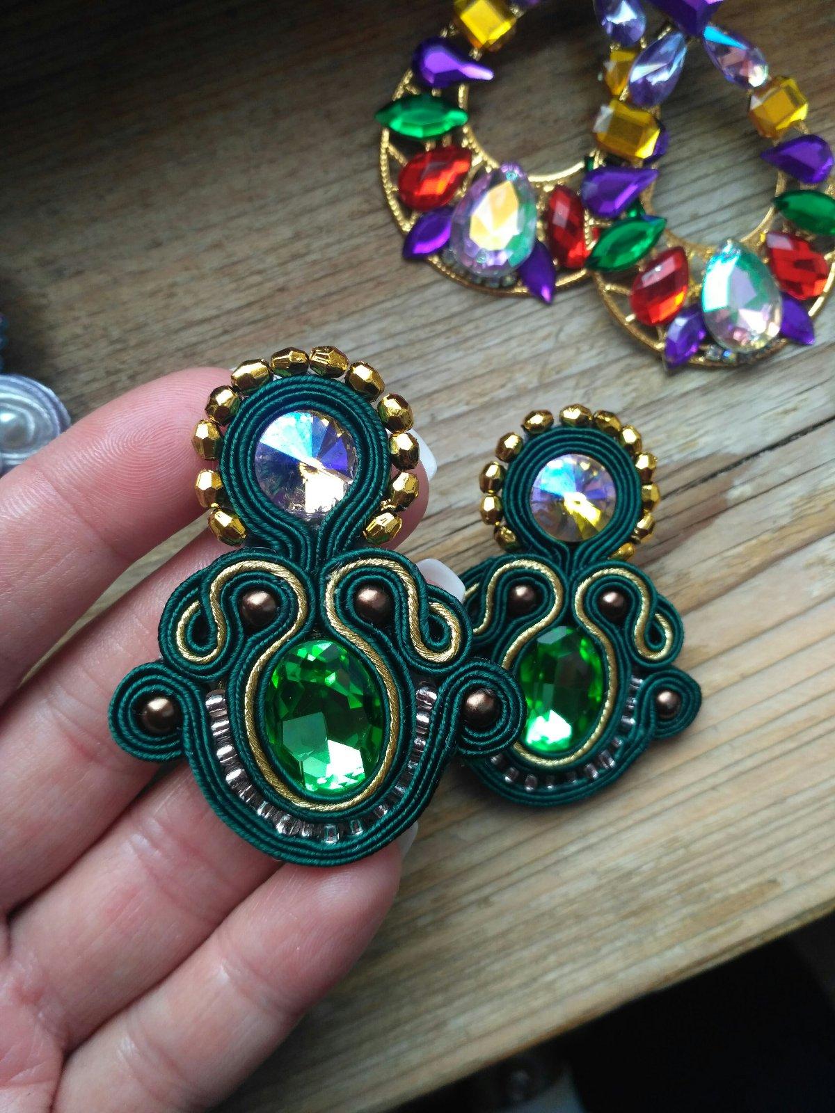 f4d8ed029 Smaragdovo-zelené náušnice, - 12 € od predávajúcej gabi7287 | Detský bazár  | ModryKonik.sk