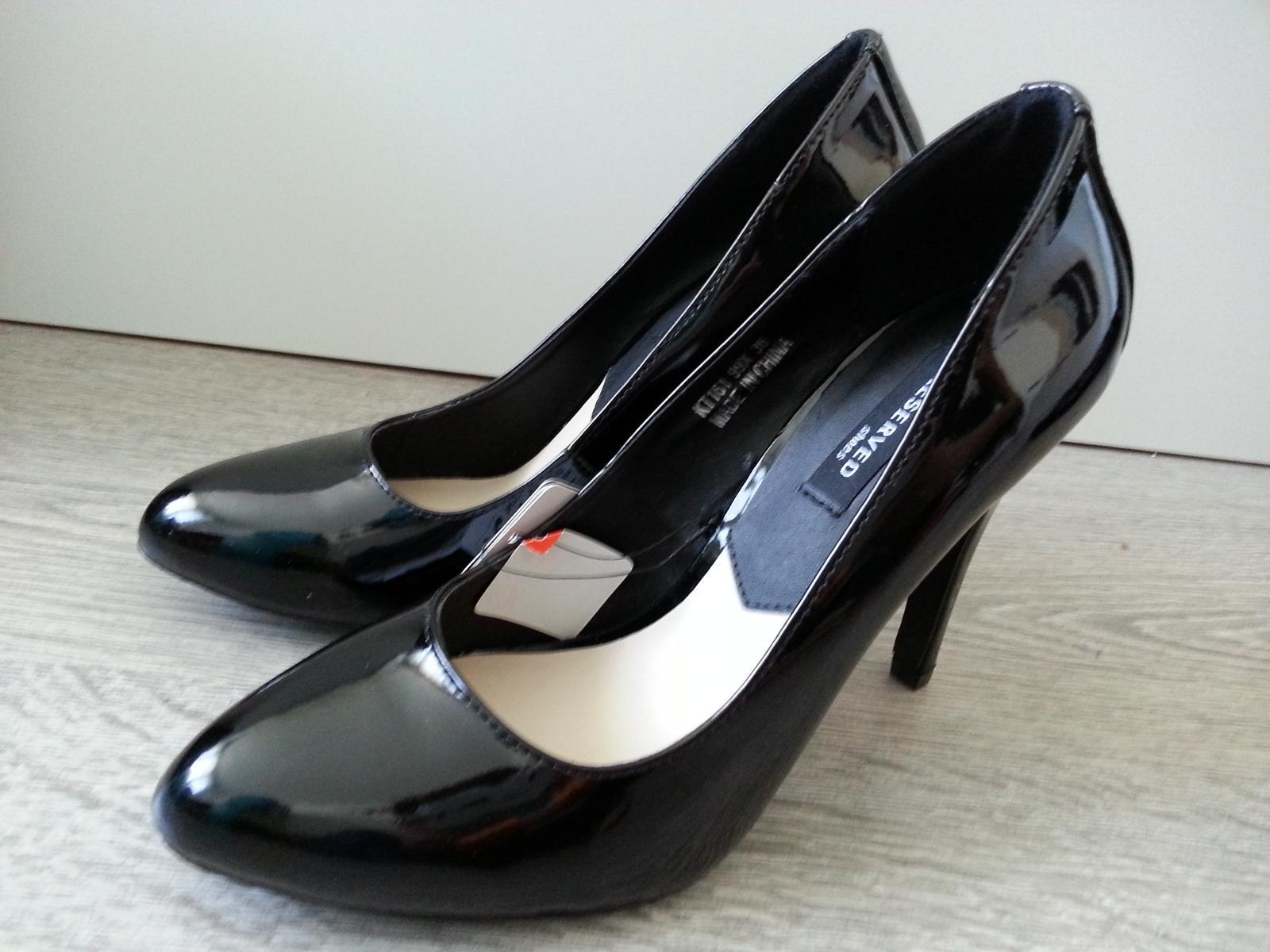 b54ad93f9 Nenosené, čierne, lesklé lodičky zn. reserved, 36 - 10 € od predávajúcej  nataly46   Detský bazár   ModryKonik.sk