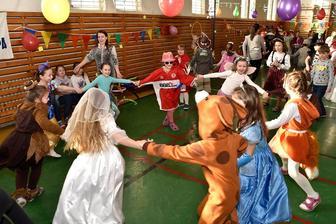 Karneval v EZŠ v šk.r. 2018/2019 -07-02-2019 - Zdroj: stiahnuté jpg z FB evanjelickej školy v PO