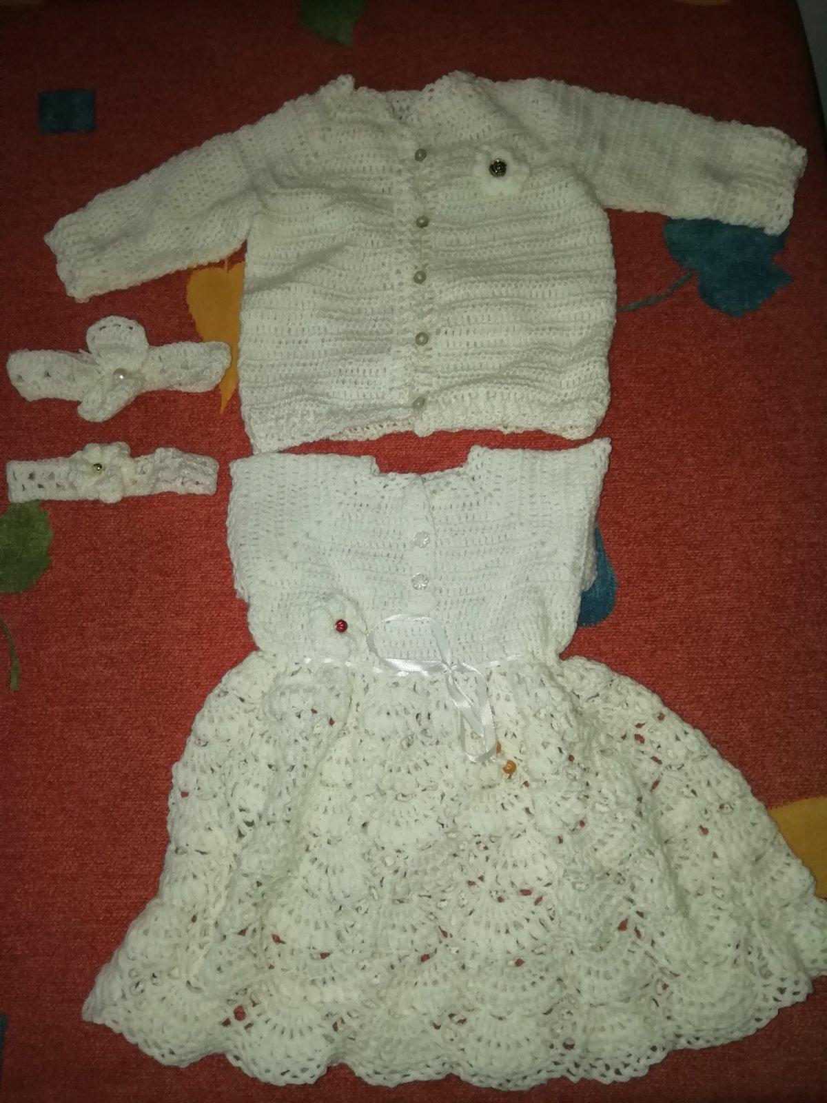 4f916ca70c02 Ručne štrikované šaty